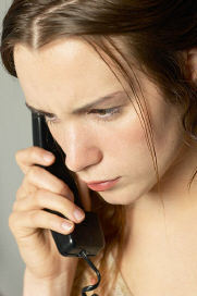 Woman talking on the telephone a81